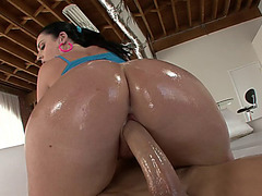 Big ass babe Sophie Dee moves her oiled cheeks on his dick