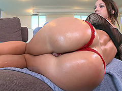 Jada Stevens gets her phat ass poured with oil and worshipped