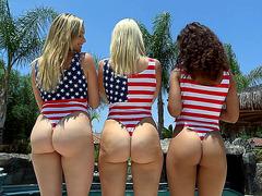 Anikka Albrite, Mia Malkova and Gabriella Ford show booties