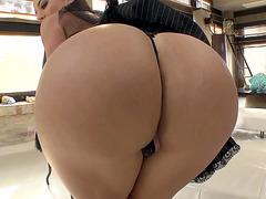 Colombian brunette Franceska Jaimes teases with her bubble butt