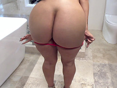 Cuban honey Valerie Kay shows her big ass while showering