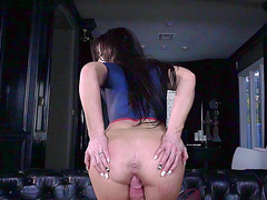 Body painting comes after pusy fucking for hot brunette Jennifer White