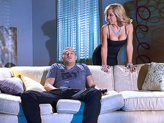 Blonde mom Parker Swayze puts a boyfriend through her seduction