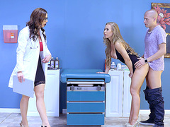 MILF Kendra Lust is watching how Nicole Aniston gets rammed by a stud