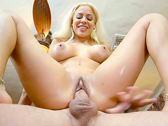 Luna Star opens up her pussy lips to get fucked