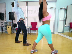 Rose Monroe is in the gym, parading her amazing ass