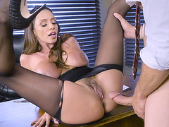 Bigtit bombshell Ariella Ferrera spread legs and got pounded