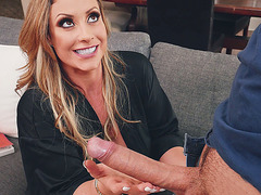 MILF Eva Notty gives blowjob and licks balls