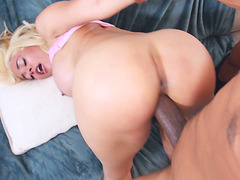 Blonde mom Luna Star on her fours got pussy penetrated
