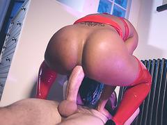 Kiki Minaj puts her wonderful butt on the monster cock