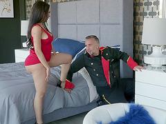 Latina MILF Lela Star got her pussy tongued
