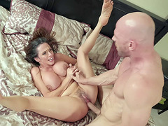 Ariella Ferrera spread legs and got trimmed twat pounded