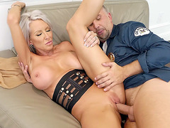 Big titted Emma Starr gets her pussy penetrated