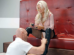 Brittany Andrews in sexy outfit got her pussy tongued