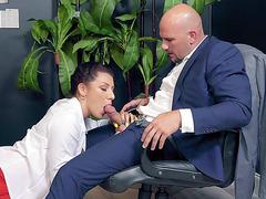 Latina Valentina Jewels gives masterful blowjob