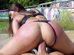 Ginebra Bellucci shakes her ass on the hard prick in POV