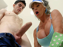 Sally D'Angelo gives nice blowjob to Jordi