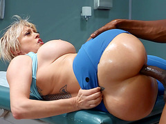 Dee Williams gets her pussy drilled through the ripped leggings