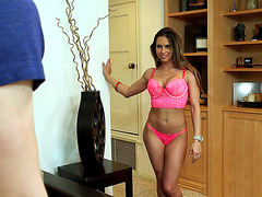 Rachel Roxxx showing him her new lingerie