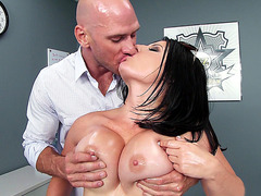 Busty hottie Casey Cumz loves getting her nipples twisted