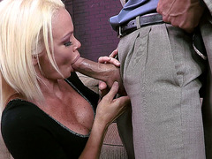 Sex pro MILF Rhylee Richards knows how to give head
