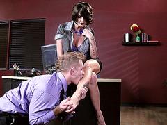 Joslyn James enjoys sexy feet licking