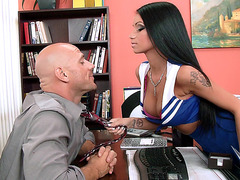 Raven Bay seducing him as she showing her shaved cunt