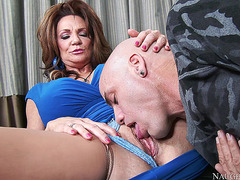 Deauxma enjoys getting her snatch tongued