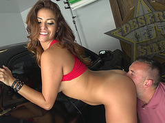 Isabella Taylor loves getting licked in the garage