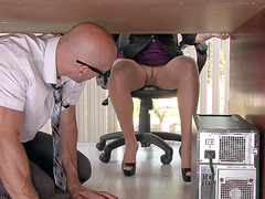 Lela Star rubs her clit in her office